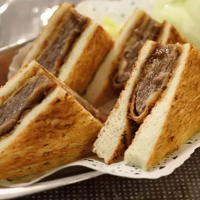 画像: 大阪にいると無性に食いたくなる #ビフカツサンド 。肉の老舗 #はり重 のグリルで熱々を! #道頓堀 #osaka #dotonbori www.instagram.com