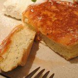 画像: フレンチトーストとパンケーキの美味しさが見事に一つになった #フレンチパンケーキ 旨し! セルクルで半焼きしたパンケーキを卵液にひたして、オーダー後に焼き上げる。 #パンケーキ #フレンチトースト #日吉 www.instagram.com