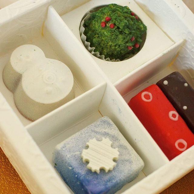 画像: 京都の洋菓子屋さん #マールブランシュ のチョコレートブランド #加加阿365 。 干菓子に見立てた #お干菓子佇古礼糖暦 が洒落ていて良い。 #チョコレート #kyoto www.instagram.com