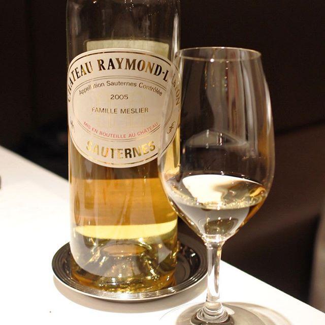 画像: ディケムの畑に隣接し、ディケムの元醸造家の  #シャトーレイモン・ラフォン の #ソーテルヌ 。 気分は、まんまシャトーディケム!! デセール前に、これをさりげなくby the glassしてくれるソムリエがいるレストランは、懐に優しくスマートです ... www.instagram.com