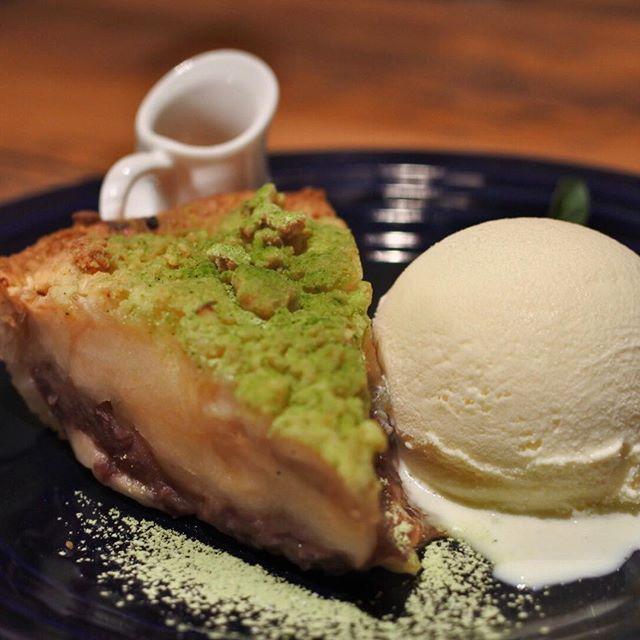 画像: 小倉とチーズのアップルパイ。 銀座店限定メニュー! 東急プラザ銀座に、アップルパイの名店 #グラニースミス  のカフェが入ります。 www.instagram.com