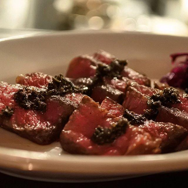 画像: なんだか恋しくて二軒目も肉!(笑) 肉が美味しいワインレストランなのに、いつもら二軒目にいてしまってゴメンなさい(笑) ホントいい店だよなあ(^ ^) でもこのイチボのグリルのタプナードソースはしっかりいただきます! #アメージングうめーじんぐ www.instagram.com