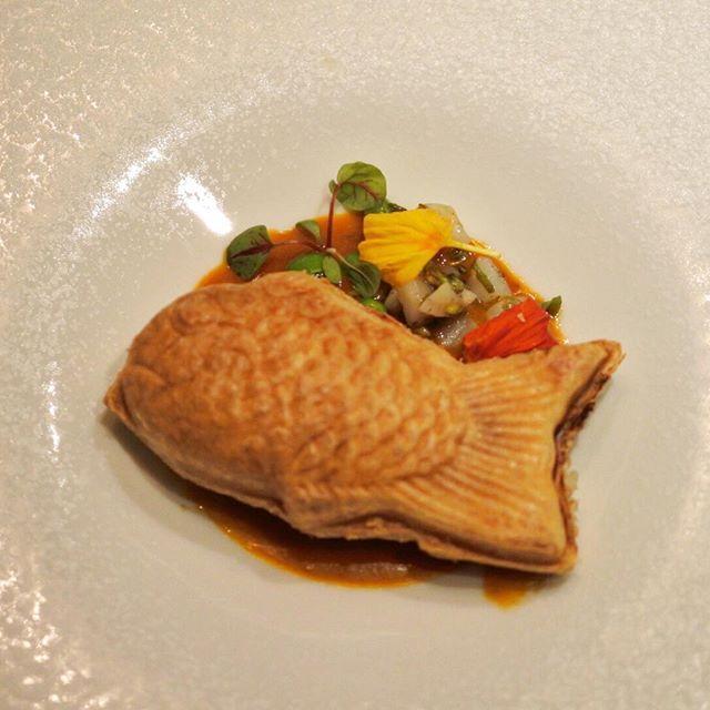 画像: 初 #シンシア。 ポワソンの金目鯛のパイ包み焼きが、こうくるとわぁ!目にも下にも心にも美味しいシンシア!ある意味究極の #たい焼き #アメージングうめーじんぐ www.instagram.com