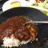 画像: 朝カレーして行ってきます〜す✈️ SAKURAラウンジのカレー、旨い(笑) www.instagram.com