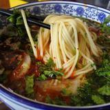 画像: #蘭州牛肉麺 蘭州の回族はムスリムなので、蘭州式の店は必然的にハラールになるわけだ。 www.instagram.com