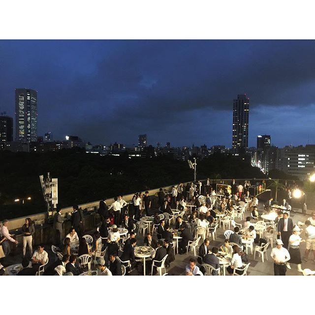 画像: ヒルトン東京の7階ルーフトップテラス 「天空のビアガーデン 肉テラス」本日開幕〜 #天空のビアガーデン #ヒルトン東京 www.instagram.com