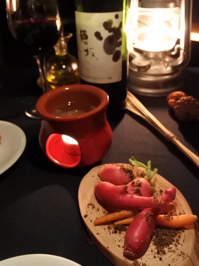 画像: 赤ワインは山梨県穂坂産カベルネ・ソーヴィニヨン種とマスカット・ベリーA種をブレンドしたワイン