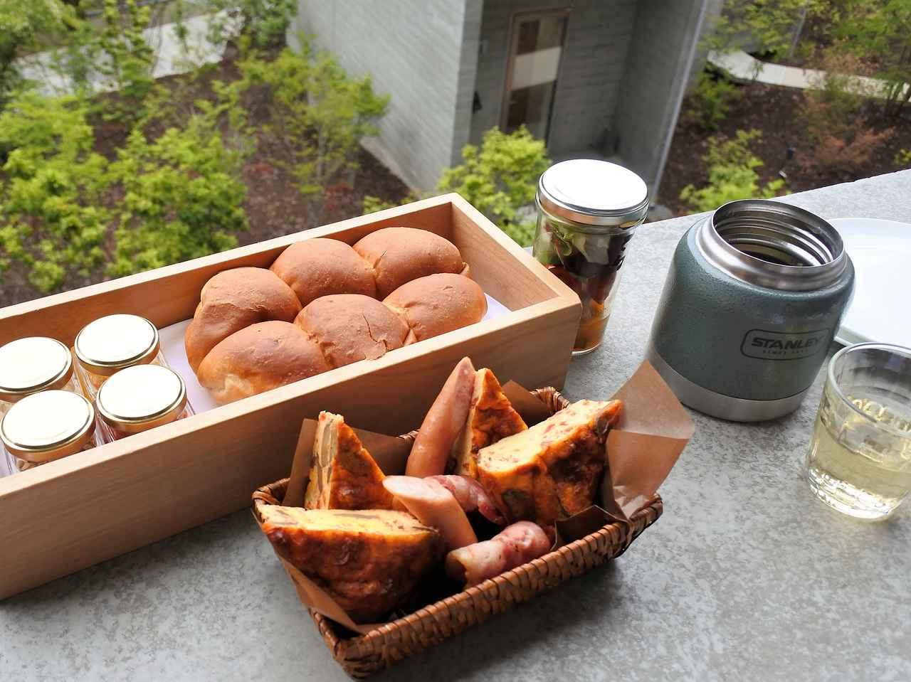 画像: ジャーには熱熱の野菜スープ、ダッチオーブンで焼いたパンは熱熱でふっくら~!!