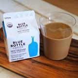 画像: あの Blue Bottle Coffee #アイスコーヒー #ニューオリンズ が紙パックになった! 水出しコーヒーにチコリ、ケーンシュガー(有機さとうきび糖)、オーガニックミルク(有機全乳)をブレンドした、大人のための #コーヒー牛乳 。 苦味、 ... www.instagram.com
