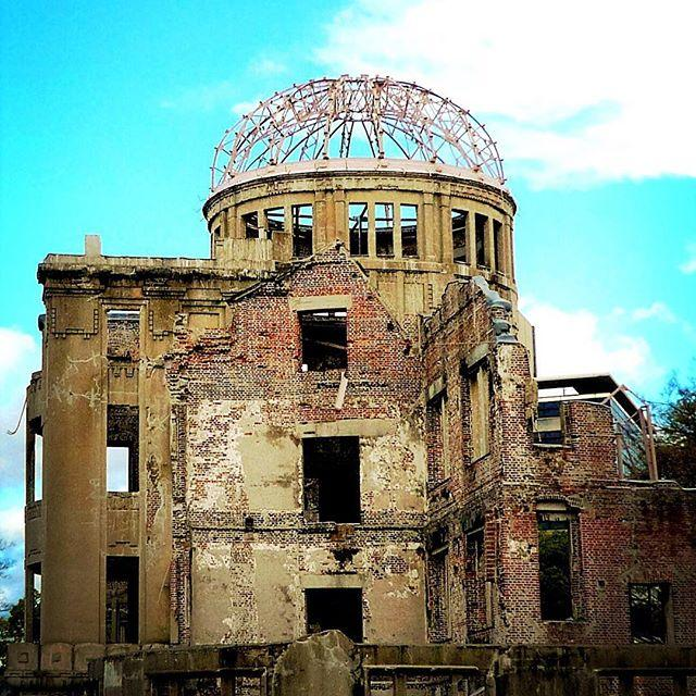 画像: 2016年の日本時間の8/6。 メディアはリオデジャネイロ オリンピック開幕式一色だけど。本日は広島に原爆が投下された日だ。 平和の祭典の向こうにあるもの。 #リオでじゃねぇよ #hiroshima #広島原爆忌 #atomicbomb www.instagram.com