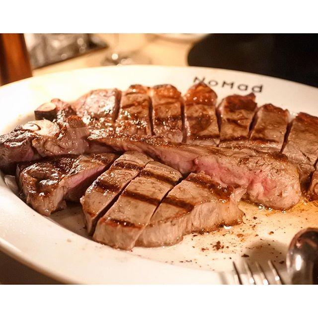 画像: 夏に紀尾井町にニュオープンしたルーフテラスのある グリルレストラン。これは2キロの熊本産褐毛和種のT-bone。シチュエーションの割にプライスは高過ぎず、最高の気分で #肉食 できます!! #東京ガーデンテラス  #あかうし #赤牛 #tbones ... www.instagram.com