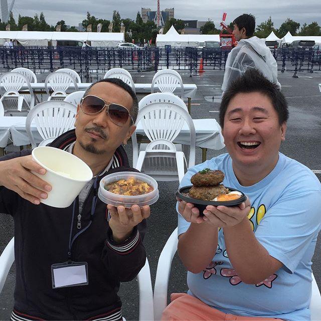 画像: 雨でも美味しさ絶好調!  #俺の朝食  #東京モーターフェス2016  #グルメキングダム #格之進 究極の艶ハンバーグ #ピャオシャン カレー麻婆豆腐 #食べあるキング  #デブリシャス #フォーリンデブはっしー  #スイーツ番長 なにげに #ハ ... www.instagram.com