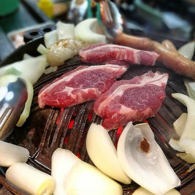画像: 実は、#牡羊座 なのに羊肉が苦手だけれど、シェイノのマリアカラスと、北海道で食べる、#生ラム #生マトン の #ジンギスカン は大好きです!w www.instagram.com