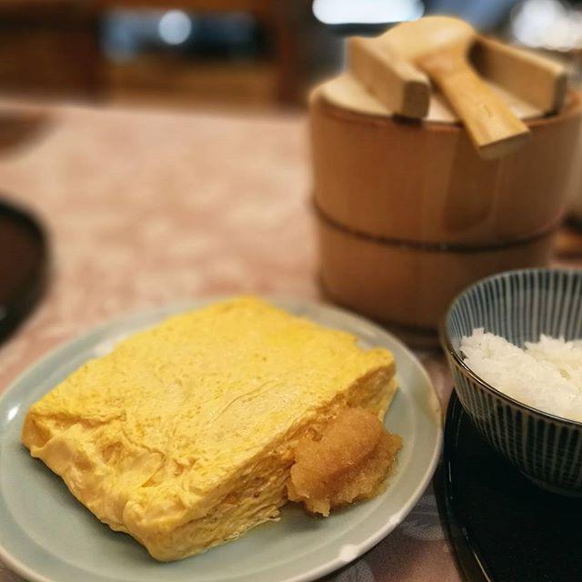 画像: 旅館の朝食みたいな #だし巻き玉子 の 昼食w ジュワっとしたたる、出汁を巻き込んだような、本当の意味の #出汁巻き玉子。#甘さひかえめ www.instagram.com