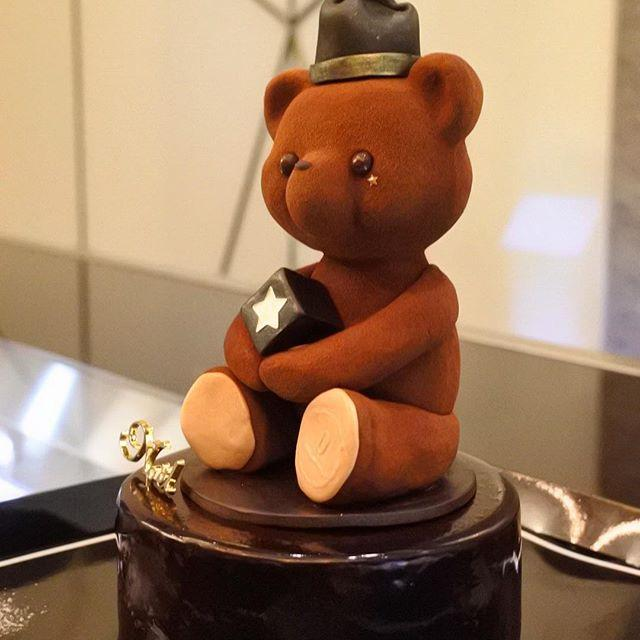 画像: #クリスマスケーキ #テディベア #食べるのかわいそう でも #美味しい #ルワンジュ東京  ルワンジュ東京の 大丸限定クリスマスケーキ www.instagram.com