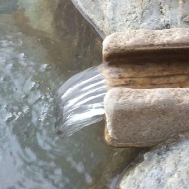 画像: #谷川連峰 を望む 湯処 天の川 #里山十帖 #自遊人 www.instagram.com