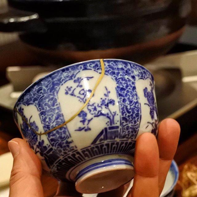 画像: #金継ぎ された陶磁器でいただく、#土鍋炊き の #新米 #魚沼産コシヒカリ 。白飯を堪能する、絶好の舞台。糖質制限の向こう側。それにしても、この歳になって金継ぎの魅力がわかる(笑)。人生も金継ぎの如くありたい!  #里山十帖 #越後湯沢 #自遊人 www.instagram.com