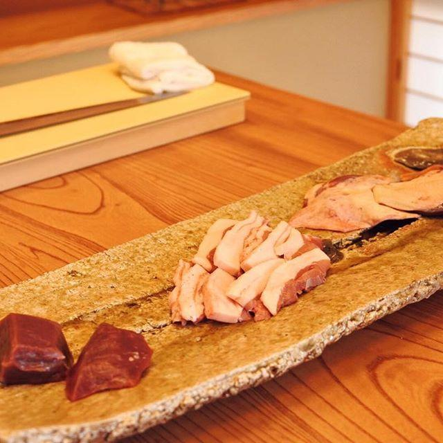 画像: #ジビエツアー スタートは#南信州 #飯田 の #日本料理 #柚木元  で#ジビエ割烹 。#本州鹿 #仔猪#青首鴨 。 本州鹿は刺身でいただきます! #ジビエ  #アメージングおすすめーじんぐ www.instagram.com