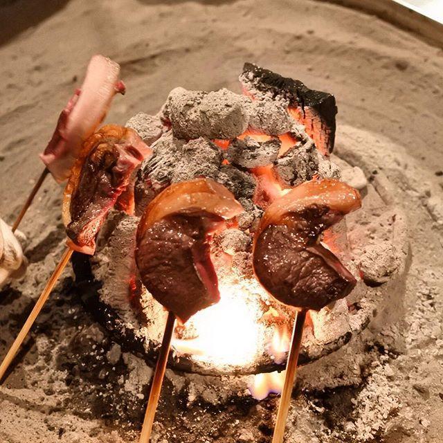 画像: #鹿食免 「慈悲と殺生は両立する」という教えがしみじみと心に響く #晩餐 。  #ジビエツアー 2日目。#ジビエ の #聖地 #柳家 。#焼鳥 #蝦夷鹿ロース の脂がヤバい(笑) #次元が違う  #ジュベレシャンベルタン と共に。 #食べログランキ ... www.instagram.com