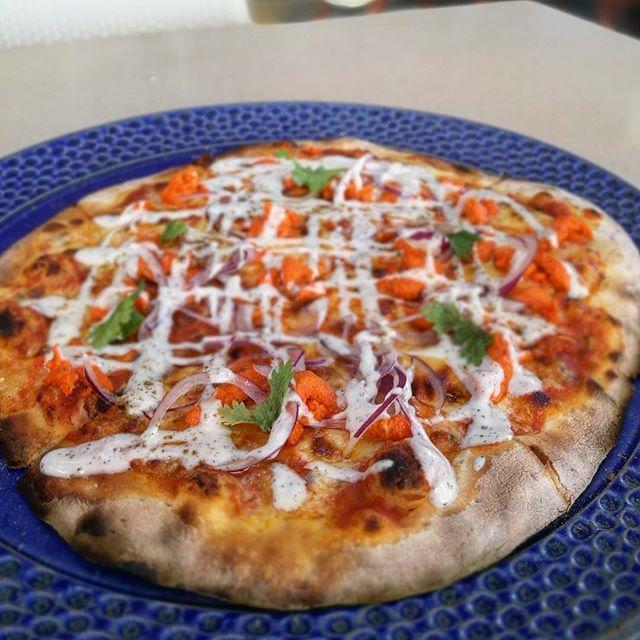 画像: 2017年の#pizza 初め は チキンティッカピザ (笑) インド料理なのかイタリア料理なのかはたまた#ピッツァ なのかワケわからんが、そこそこ旨い(笑) #cebu #crimsonhotel #azure #パクチーいらん www.instagram.com
