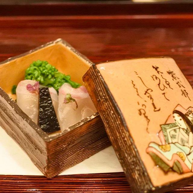 画像: #山玄茶 先付けは かるたの器で。 グランメゾンは、その非日常性から#ハレ であるが 、#日本料理 は非日常の中に日常を内包する#ハレとケ だ。 DNAがそう訴えかけてくる。 そういう意味では、やはり日本料理は自分にとって最高の食なのかもしれない。 ... www.instagram.com