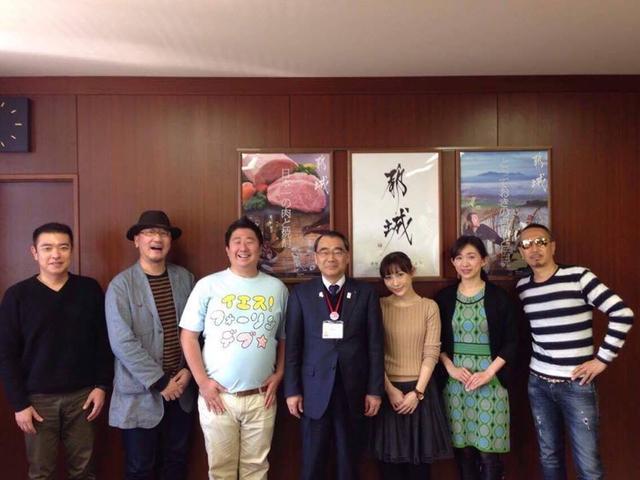 画像: 左から松村輝幸/Mのランチ、はぴい/飯塚敦、フォーリンデブはっしー、副市長、はあちゅう、あおい有紀、スイーツ番長