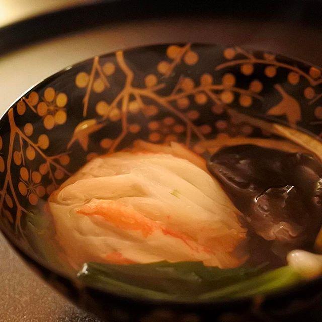 画像: 黄金の 蟹真薯。 梅に鶯の椀で。 #招福楼 #外は積雪30センチ #アメージングうめーじんぐ www.instagram.com