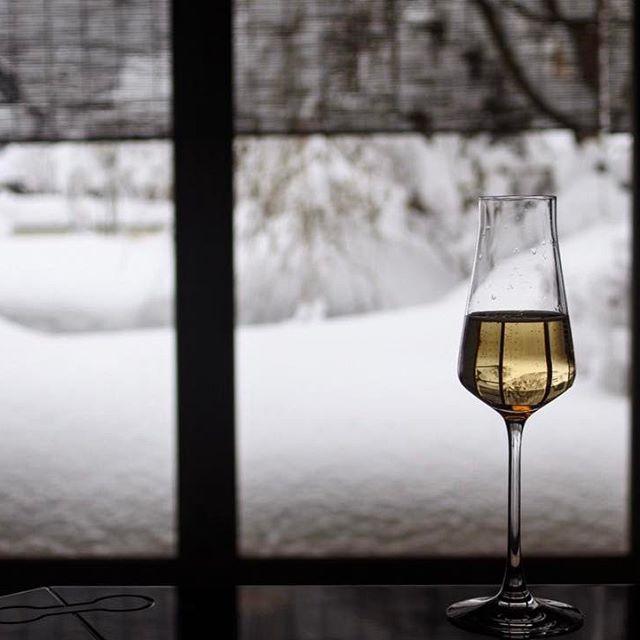 画像: #雪見シャンパーニュ #バカラ #比良山荘  #エロい #能行不退 #艶 www.instagram.com