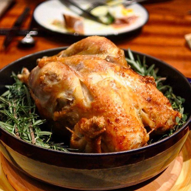 画像: 大手町に #うかい 新ブランドのレストランがオープン! 2/23に開業する #大手町パークビルディング に #ロティサリーチキン の店をオープンします。先立ってメニューを楽しんできました! オーダー後に40分間低温で焼き上げる丸鶏は国産地鶏(他にス ... www.instagram.com