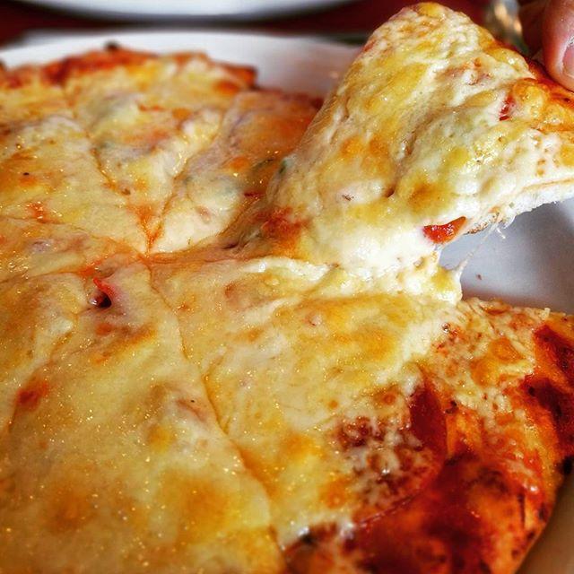 画像: 食べると、と~っても懐かしくて安心する味! 日本で最初のピザハウス #ニコラス の #ミックスピザ  #六本木ランチ #歴史を感じる #ピッツァじゃなくてピザですから (笑) #jaffa さんと食べたい #アメージングうめーじんぐ  #アメージン ... www.instagram.com