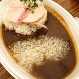 画像: anまかないフェス大阪 人気ラーメン店 #セアブラノ神  のまかない  じっくり炊いた鶏白湯に自家製ルーと数種類のスパイスをアレンジしたまかないカレー。なんといっても、トッピングされた豚骨背脂の旨味がカレーに深みをもたらし、凄旨に! ワンコインとは ... www.instagram.com