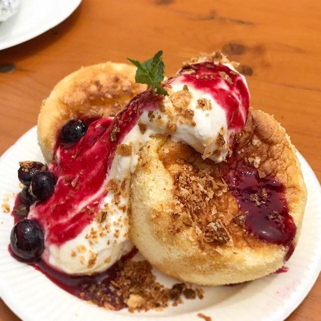 画像: anまかないフェス大阪 人気パンケーキ専門店 Butter のまかない「ふわふわスフレパンケーキ〜ベリーソースがけ〜」 リコッタチーズなど数種類のチーズでつくるスフレパンケーキ。発酵バター、小麦粉や純生クリームもこだわりの北海道産を使用していている ... www.instagram.com