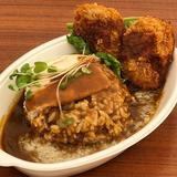 画像: an まかないフェス 大阪 セアフラノ神 まかない 「豚骨背脂×鶏白湯スープ! 絶妙コンビのピリ辛カレー」に、肉山 大阪「肉山のジューシーメンチ チシャサンド」をトッピング!! こんな贅沢コラボが、自分でつくれます(笑) #西梅田スクエア #まかな ... www.instagram.com