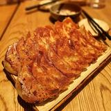 画像: #京都 で #餃子  京都産の野菜や豚肉、そして白味噌で餡を整え、パリっと焼いた、黒七味や村山造酢の千鳥酢醤油でいただく、京都づくしの餃子!! #アメージングうめーじんぐ #アメージングおすすめーじんぐ www.instagram.com