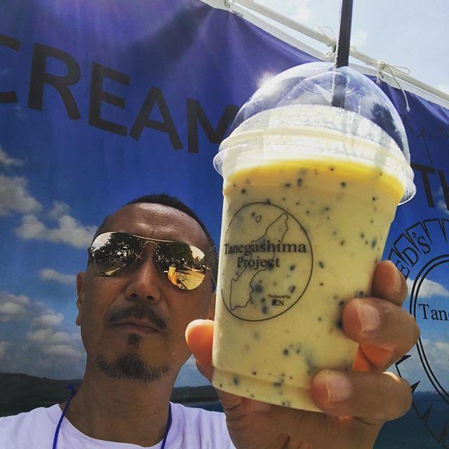 画像: SEAED' の種子島産ミルクと鶏卵、さとうきび粗糖でつくったバニラアイスクリームに、種子島産の希少なパッションフルーツを使った #アイスクリームスムージー  #お台場みんなの夢大陸 にて8./31まで販売中! 原種に近いワイルドな酸味のパッション ... www.instagram.com