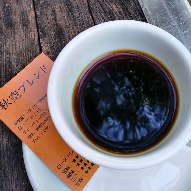 画像: カップの中の秋空 #台風一過 の #秋空ブレンド 気持ち良ーい☕ #コーヒー #渋谷 www.instagram.com