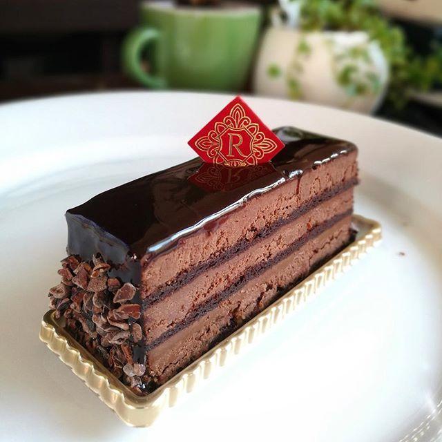 画像: コロンビア産カカオのケーキ。ピアノ塗装みたいに綺麗。チョコレート感、タップリ堪能。今年オープンしたパティスリー ショコラトリー #ルメルシエ #日吉  #チョコレートケーキ www.instagram.com