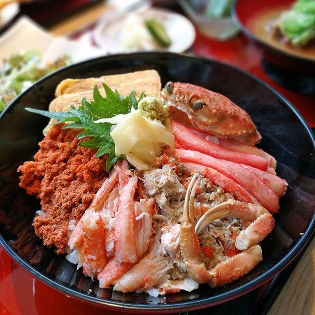 画像: あ~~私のカニは~ぁ 南のぉ風に乗って走いるわぁ~♪ #セイコ蟹丼 #セイコ蟹 ドーン!  #銀座 #北陸海鮮喜心 www.instagram.com