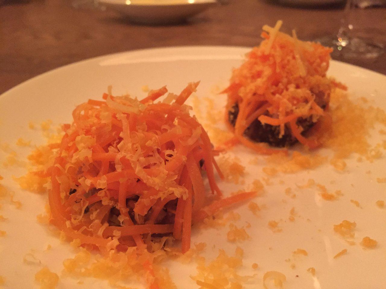 画像: 鰹の生姜と人参のミモレットチーズ添え