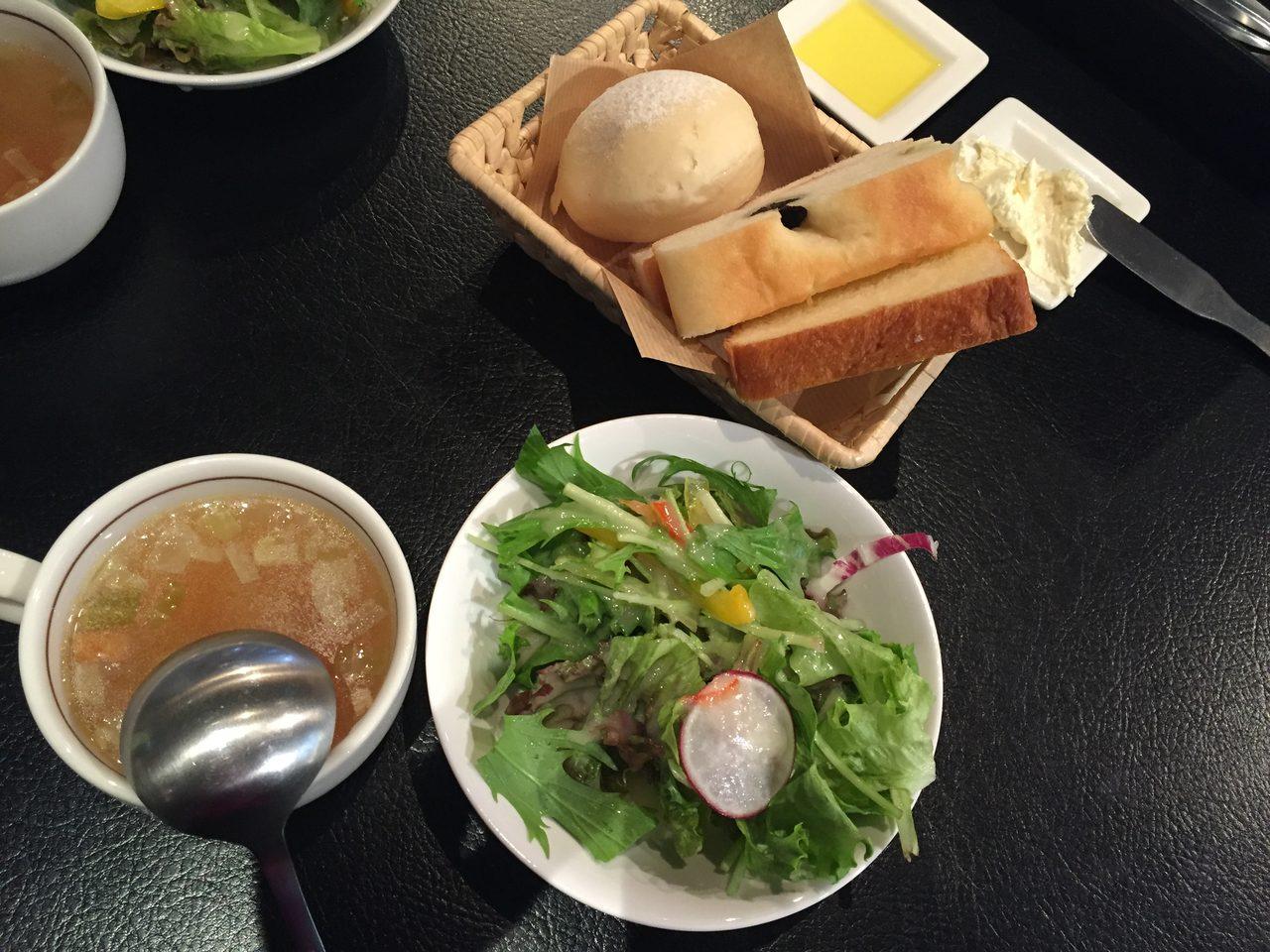画像5: 手作りパンが食べ放題!?