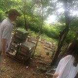 画像: カワシマハネー 河島雄一郎さん。とお友達。養蜂場にて。