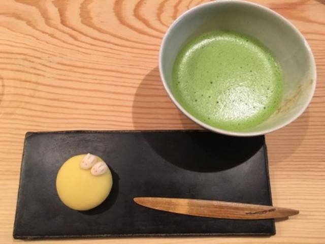 画像: 季節の上生菓子と抹茶 ¥850
