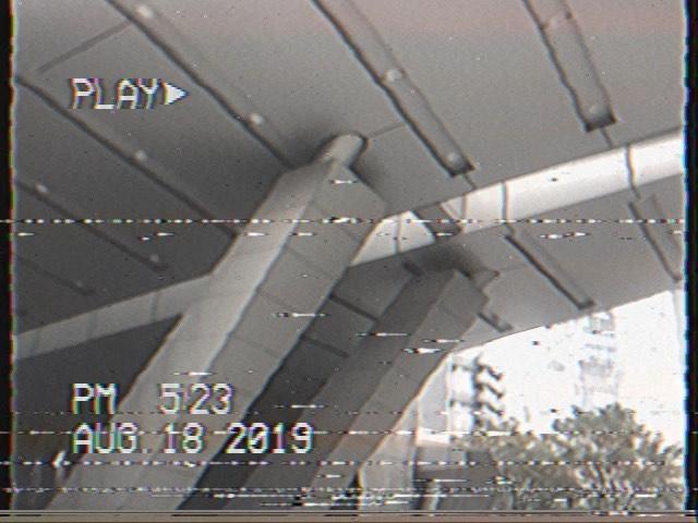 """画像1: Aki Imai (今井安紀) on Instagram: """"『VHS CAM Lite - THE ORIGINAL』で色々撮って遊んでいます。 映画見たついでに六本木ヒルズをぐるり…六本木ヒルズが一気にレトロな雰囲気に。 #app #appreview #roppongihills #vhscam #vhscamera #アプリ…"""" www.instagram.com"""