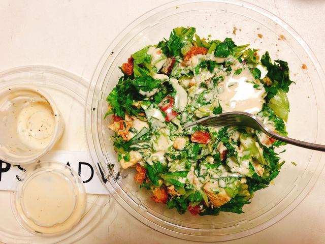 画像5: 続いてサラダを選びます。トッピングも豊富です。