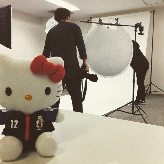 画像: 今日はサッカー日本代表アジアカップカウントダウンガールの撮影でサッカーキングさんにお邪魔しております(^^)