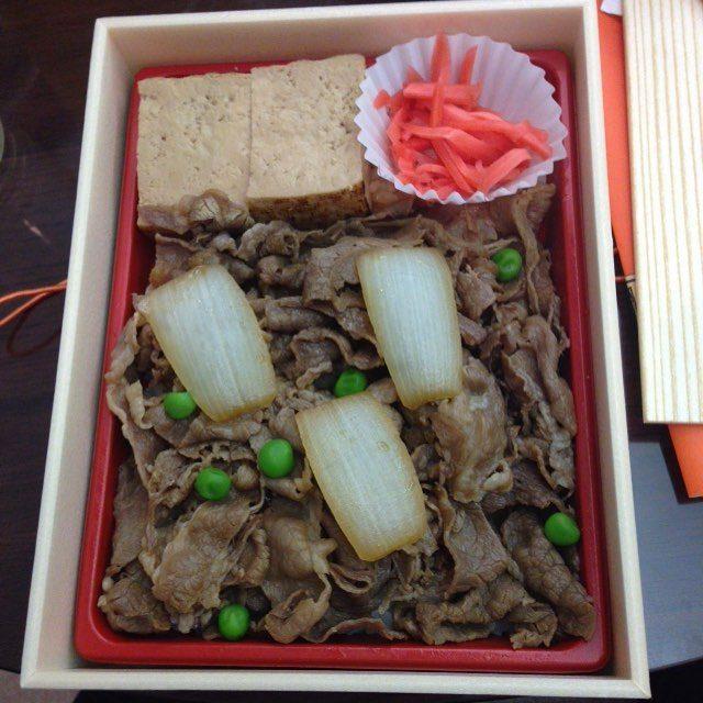 画像: 今日のロケ弁!浅草今半の牛肉弁当! #asakusa #model instagram.com