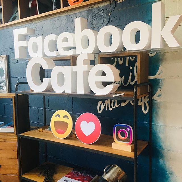画像: ⽇本初!Facebookのポップアップカフェ「Facebook Café」が神宮前に期間限定でオープン、ということで試食会に行ってきました!Facebook⽇本語版の誕⽣から11周年。それを記念したポップアップカフェですが、楽しくプライバシーやセキ ... www.instagram.com