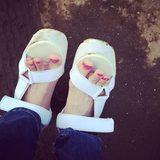 画像: 間違えて真っ白のサンダル履いてっちゃったーよ案の定、汚。➕転けて、汚。 instagram.com