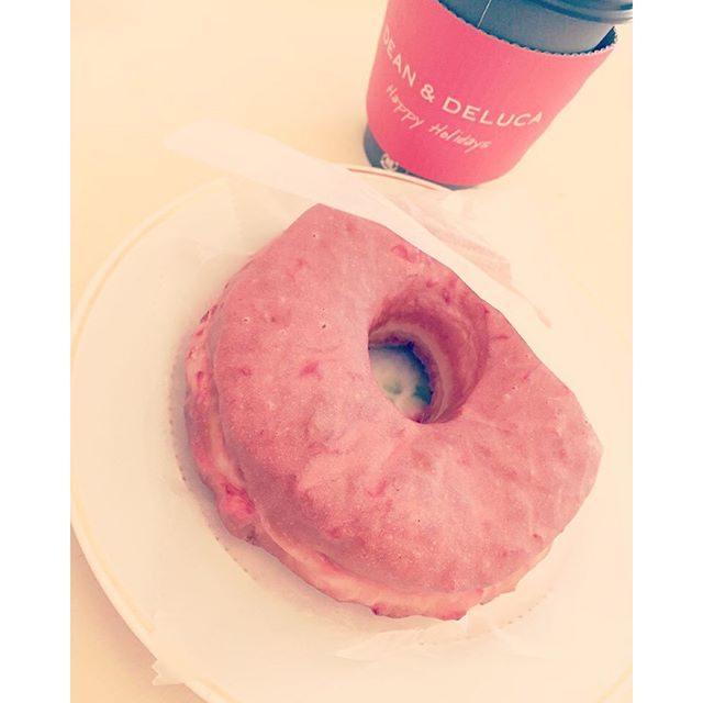 画像: #deananddeluca #latte #塩キャラメル #ドーナッツプラント #豆乳ストロベリー #cawaii  ピンクラブ\(◡̈)/♥︎ instagram.com
