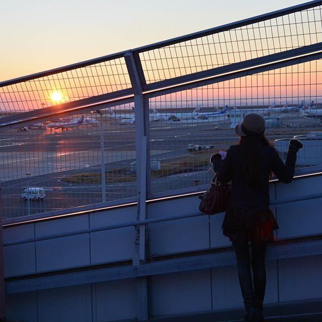 画像: #初日の出 #あけおめ #airport #最高だった ✈️✈️☀️✨✨✨ www.instagram.com